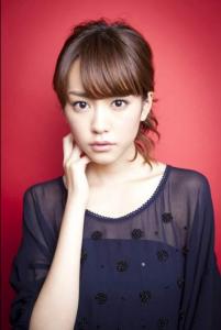 桐谷美玲-髪型-セミロング-パーマ-アップスタイル