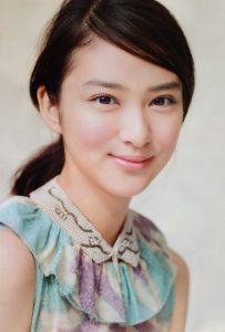 武井咲髪型まとめ髪2