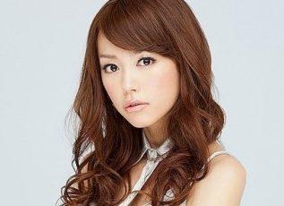 桐谷美玲-髪型-セミロング-パーマ-ゆる縦ロール