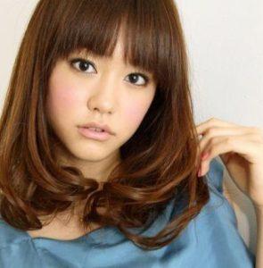 桐谷美玲-髪型-セミロング-パーマ-センターパート