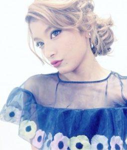 ローラ髪型12