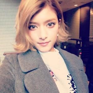 ローラ髪型6
