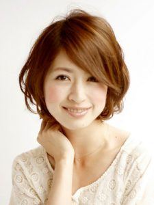40代髪型ショート丸顔12